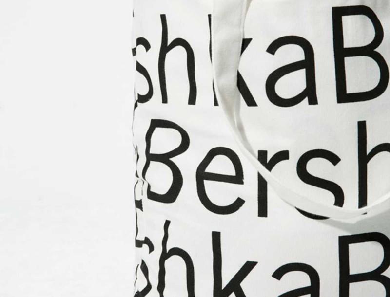 Αυτό το ψηλόμεσο τζιν από τα Bershka είναι το ρούχο που χρειάζεσαι για φέτος το καλοκαίρι