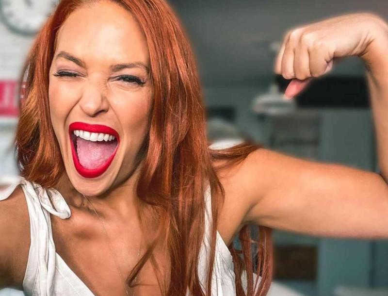 Σίσσυ Χρηστίδου: Η φωτογραφία με το ολόσωμο πορτοκαλί μαγιό της αποκάλυψε την αλλαγή στο σώμα της