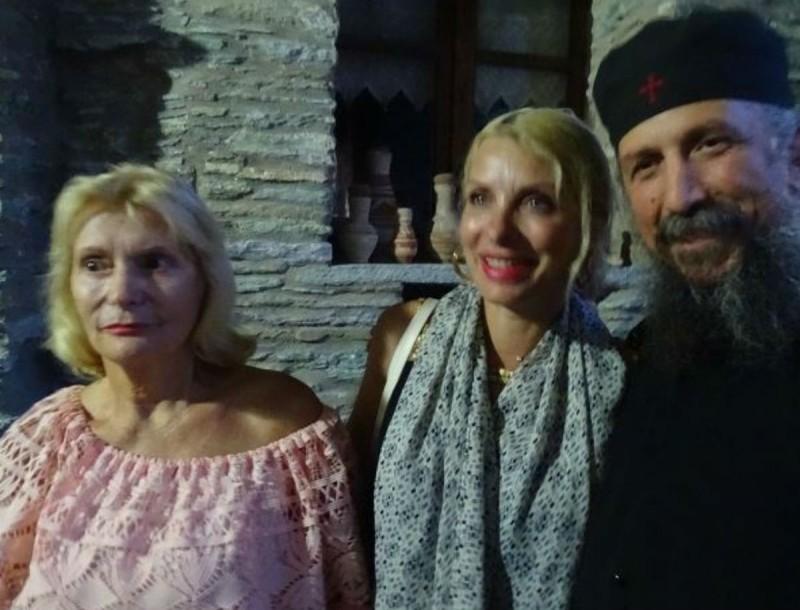 Ζέτα Μισόκαλου: Με την κόρη της, Ελένη, σε μοναστήρι της Άνδρου - Φωτογραφίες ντοκουμέντο