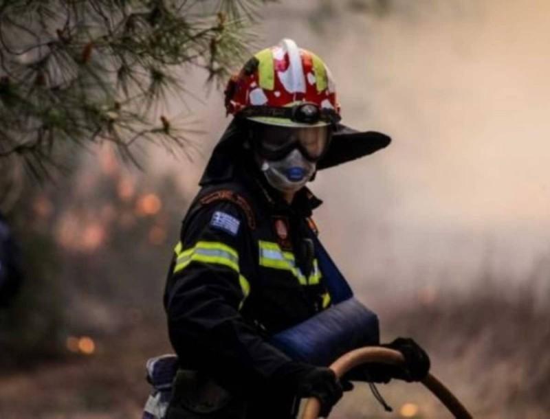 Ξέσπασε φωτιά στο Λουτράκι - Καίει δασική έκταση