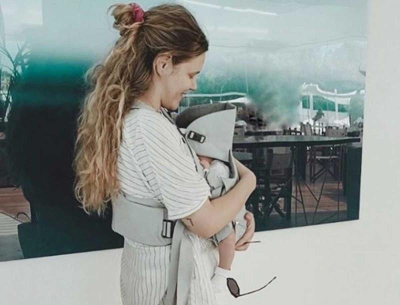 Γεωργία Αβασκαντήρα: Με μπικίνι και χωρίς ρετούς 1,5 μήνα μετά τη γέννα