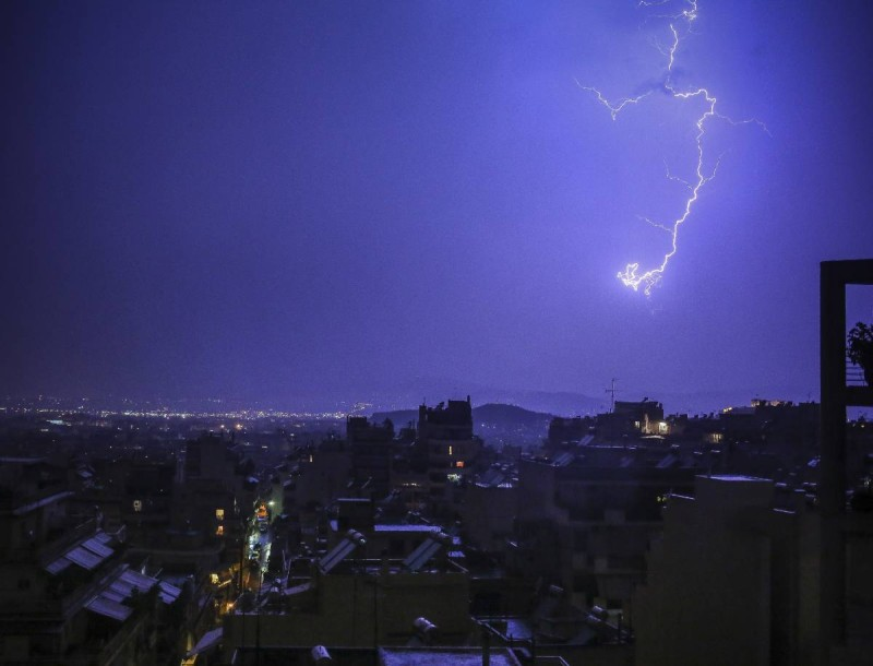 Έκτακτο δελτίο καιρού: Έρχονται ισχυρά φαινόμενα και κεραυνική δραστηριότητα