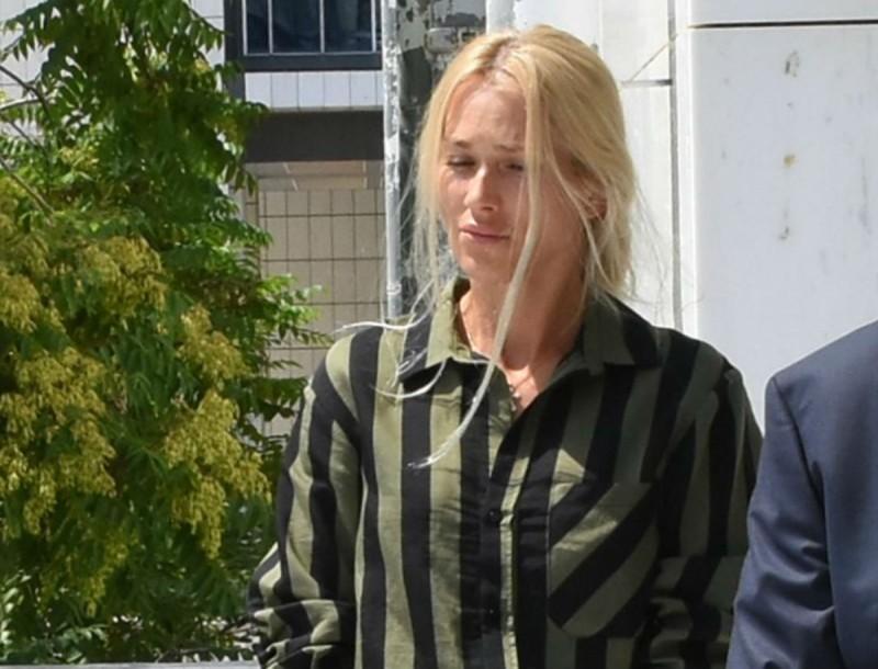Άβαφη έξω από το δικαστήριο η Βικτώρια Καρύδα - Οι πρώτες φωτογραφίες