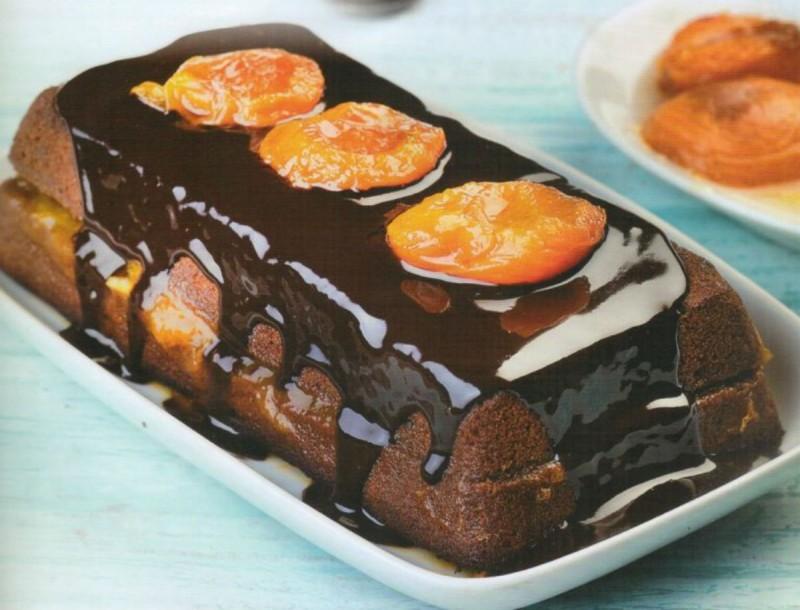 Έτοιμο σε 10': Καλοκαιρινό κέικ με βερίκοκα και σοκολάτα από την Αργυρώ Μπαρμπαρίγου