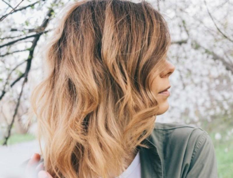 Ανταύγειες στα μαλλιά με χυμό λεμονιού; Ναι αλλά προσοχή γιατί μπορεί να...