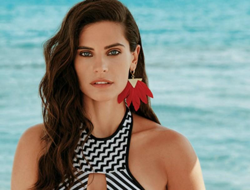 Στα Bershka το bikini top της Χριστίνας Μπόμπα μόνο 12,99€