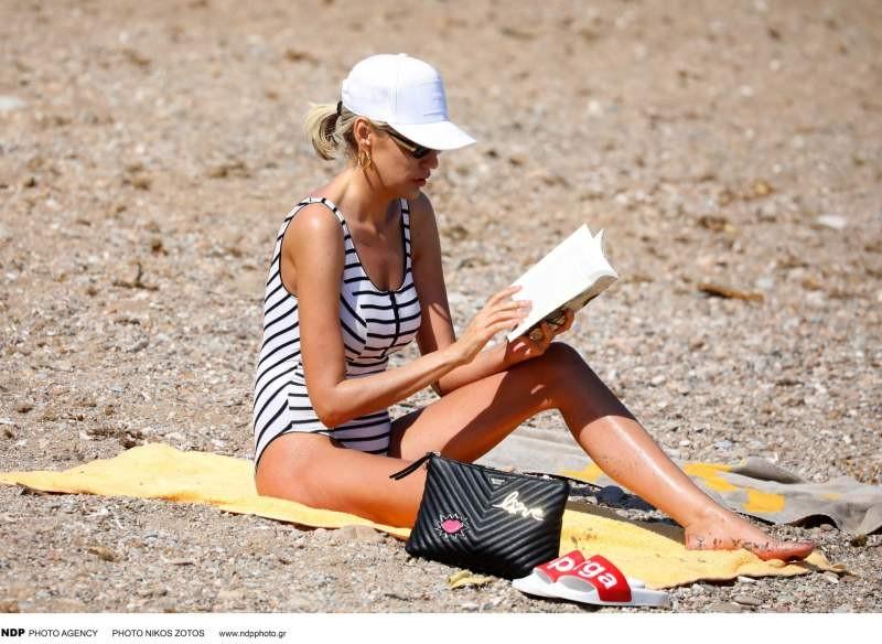 Σάσα Σταμάτη στην παραλία