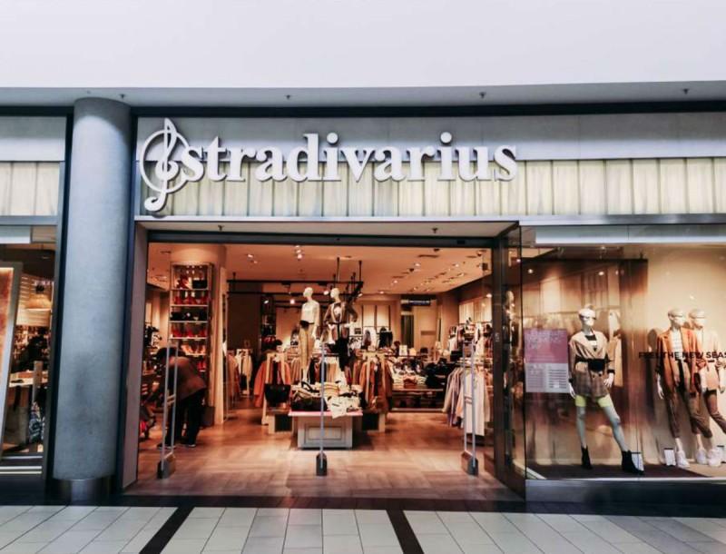 Πρώτη στα trends 2020 αυτή η τζιν λευκή ζιπ κιλότ των Stradivarius
