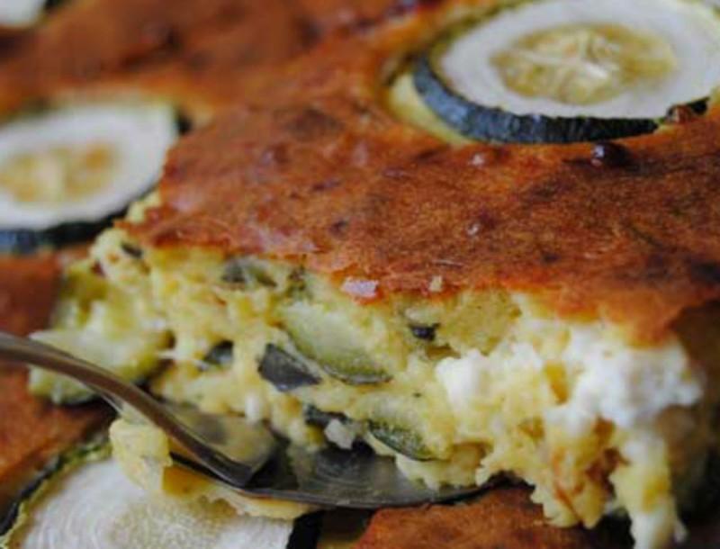 Θεσπέσια ελληνική πίτα με κολοκυθάκια και γιαούρτι - Γίνεται στο άψε σβήσε