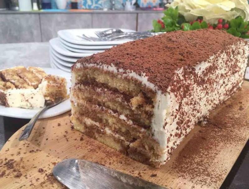 Φανταστικό κέικ ψυγείου με κρέμα τιραμισού και λικέρ αμαρέτο από την Αργυρώ Μπαρμπαρίγου