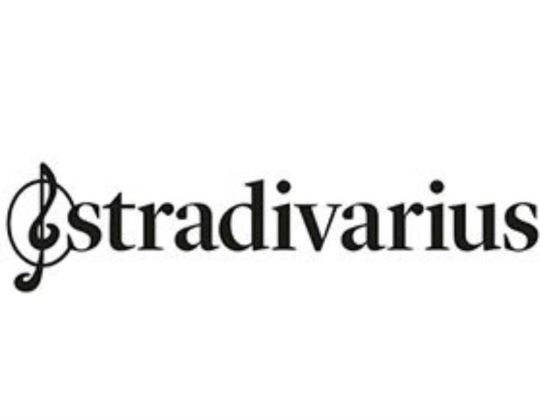 Σε απίστευτα χαμηλή τιμή αυτό το ανεπανάληπτα αισθησιακό φόρεμα από τα Stradivarius
