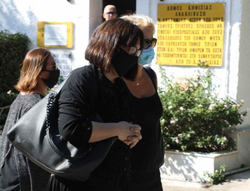Σπαραγμός στην κηδεία του Γιάννη Πουλόπουλου - Αποκλειστικές φωτογραφίες