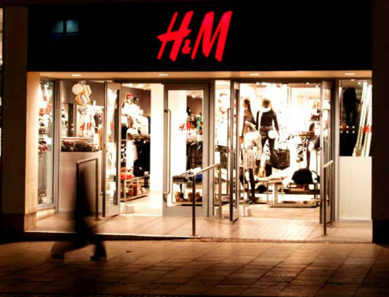 Θα σταματήσεις ο,τι κάνεις και θα τρέξεις μόλις δεις αυτό το ολόσωμο σορτσάκι - Μόνο στα H&M