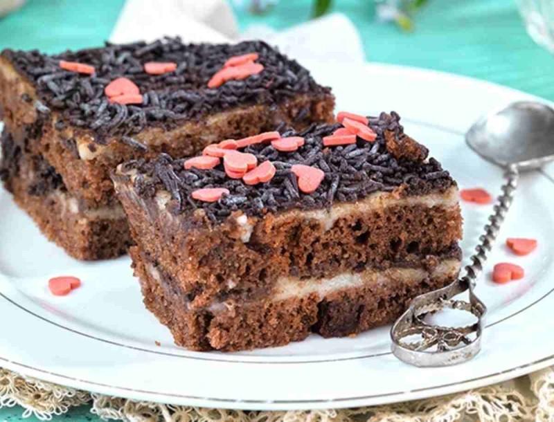 Θεϊκή πάστα ψυγείου με κέικ σοκολάτας