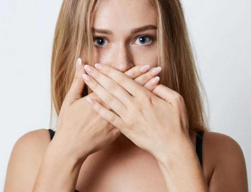 Μυρίζει το στόμα σου; Πλύνε τα δόντια σου με μαγειρική σόδα και σώθηκες!