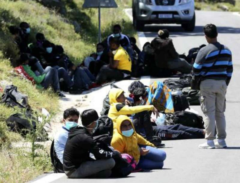 Κορωνοϊός: Θετικός ένας από τους 55 μετανάστες που κατέφθασαν στη Λέσβο