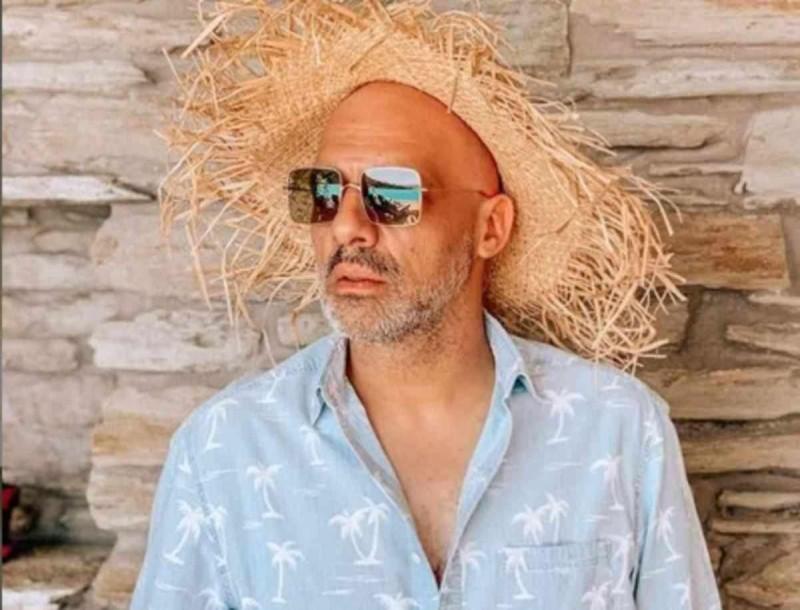 Με καλή παρέα και πιο χαλαρός από ποτέ ο Νίκος Μουτσινάς στις διακοπές του