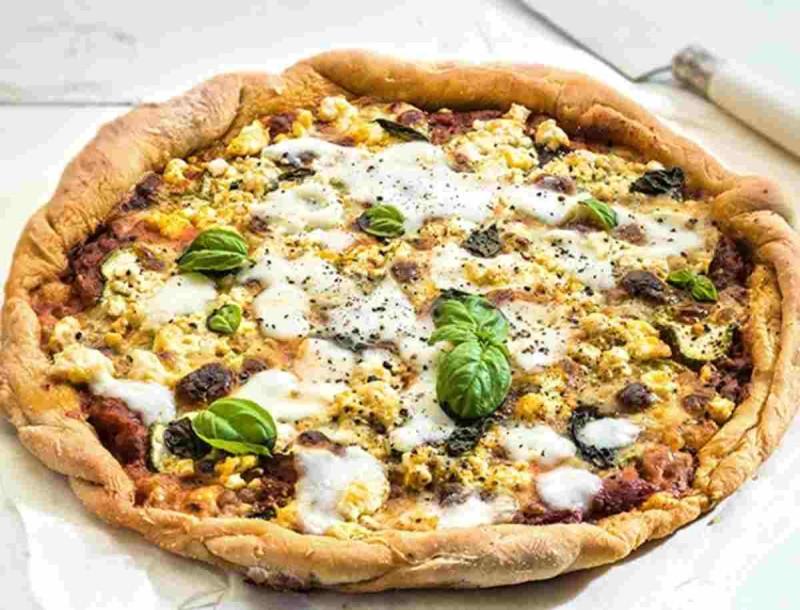 Θα σε «στείλει» η πίτσα με κολοκύθι και σαλάμι - Έτοιμη σε 15 λεπτά