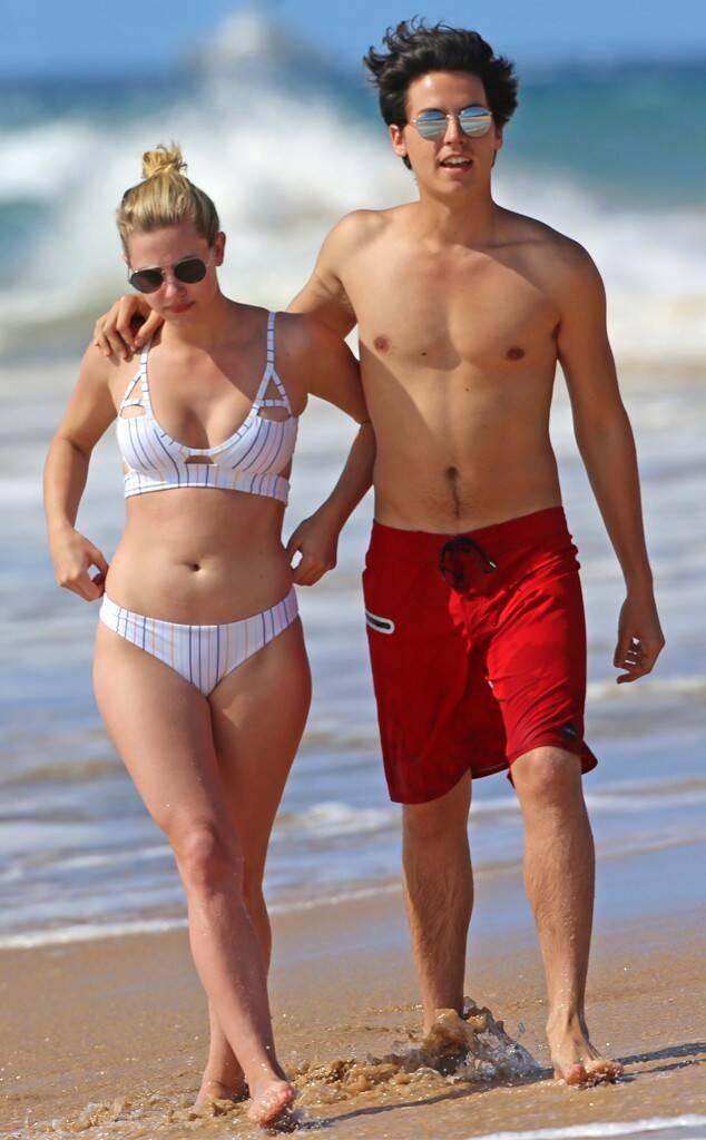 Επιβεβαίωση Χωρισμός Ζευγάρι Cole Sprouse Lili reinhart