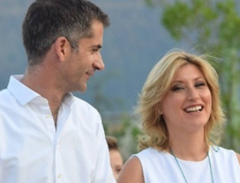 Σία Κοσιώνη: Η κίνηση της Ντόρας στο γάμο της με τον Κώστα Μπακογιάννη που...ανατρίχιασε