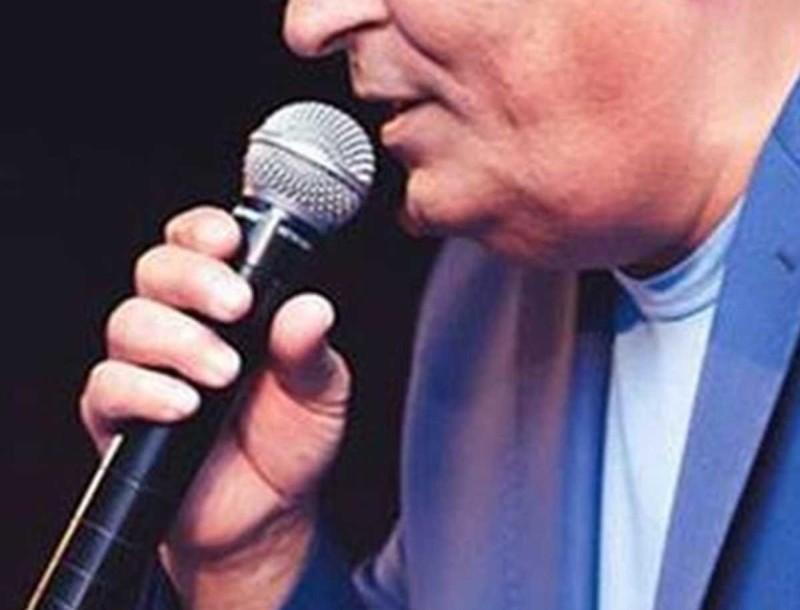 Πασίγνωστος Έλληνας τραγουδιστής απέκτησε δισέγγονο!