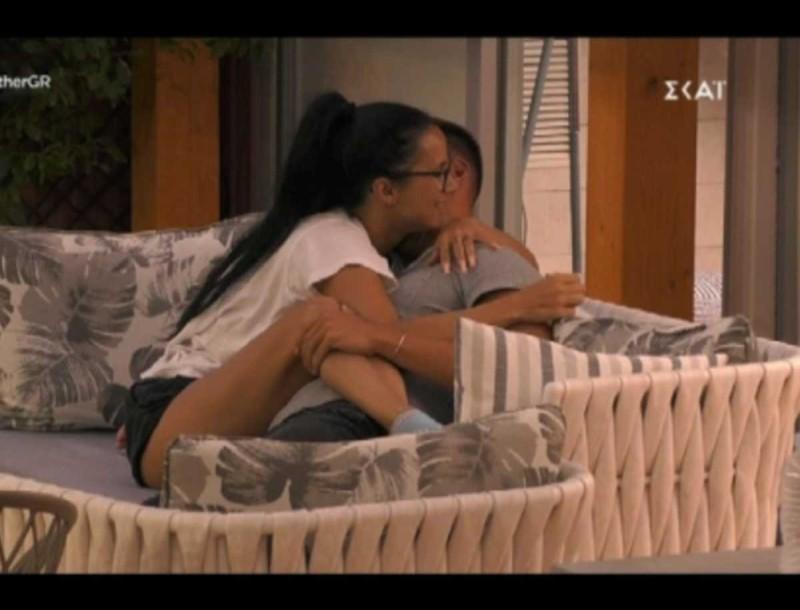 Big Brother: Ξεκαθάρισαν τη σχέση τους η Χριστίνα και ο Παναγιώτης