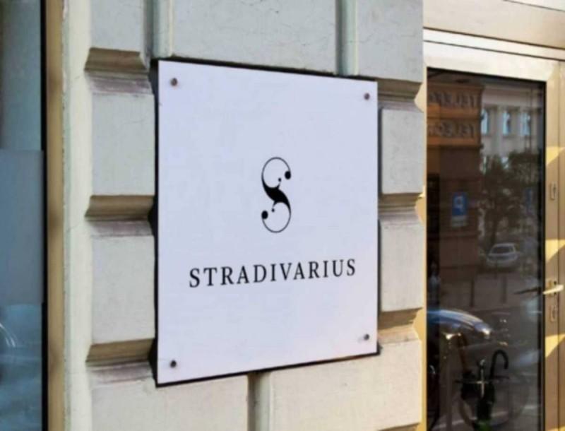 Το λευκό πουκάμισο των Stradivarius θα γίνει το πιο εύκολο ρούχο της ντουλάπας σου