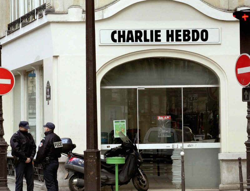 Eπίθεση με μαχαίρι έξω από τα γραφεία του περιοδικού Charlie Hebdo στο Παρίσι