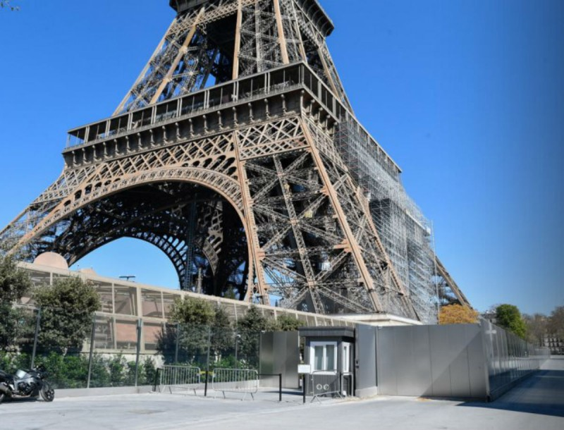 Σοκ στην Γαλλία: Εκκενώθηκε ο πύργος του Άιφελ - Άγνωστος απειλεί με εκρηκτικά!