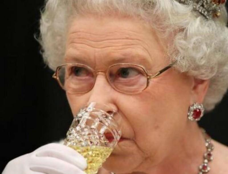 Τα απαγορευμένα πιάτα του Buckingham - Δεν τα αγγίζει η βασίλισσα Ελισάβετ