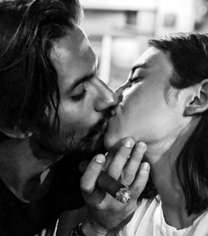 Γιώργος Καράβας το φιλί στο στόμα