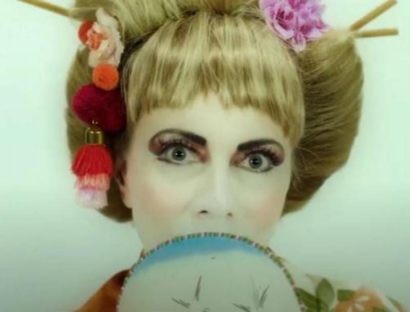 Αγνώριστη η Σμαράγδα Καρύδη στο τρέιλερ της νέας της εκπομπής!