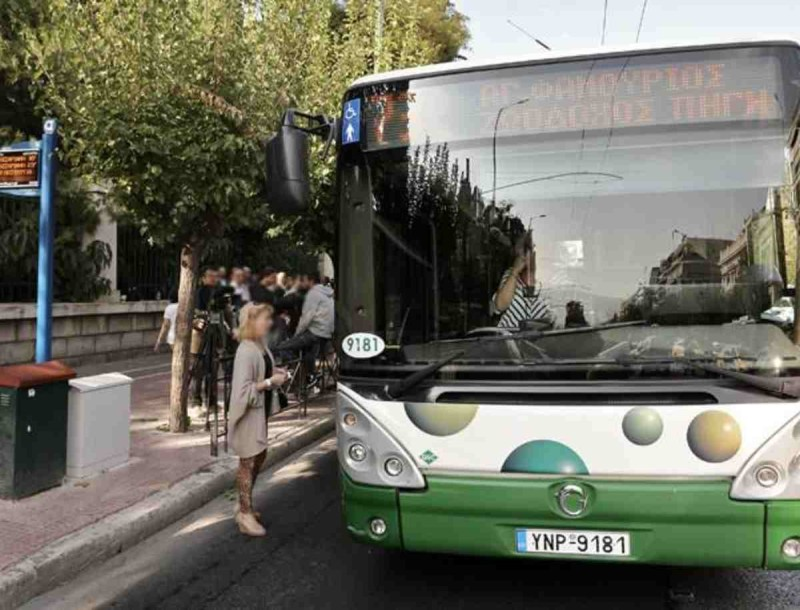 Άγριο ξύλο σε λεωφορείο στην Αθήνα - Νεαρός τσακώθηκε με ηλικιωμένο για την μάσκα
