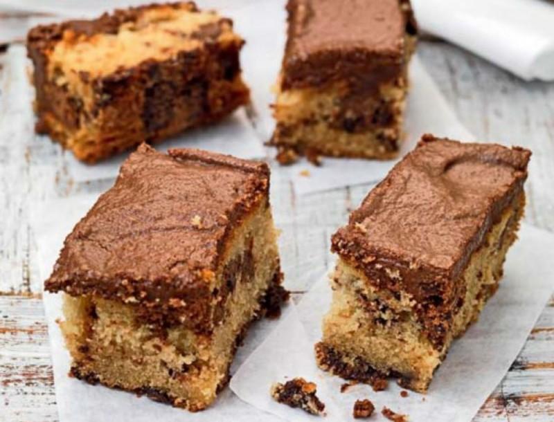 Τα πιο εύκολα παστάκια κέικ με ζάχαρη και γάλα από την Αργυρώ Μπαρμπαρίγου