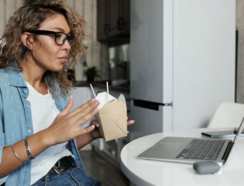 Τηλεργασία και διατροφή: Θέλει μεγάλη προσοχή! Τα do και τα don't