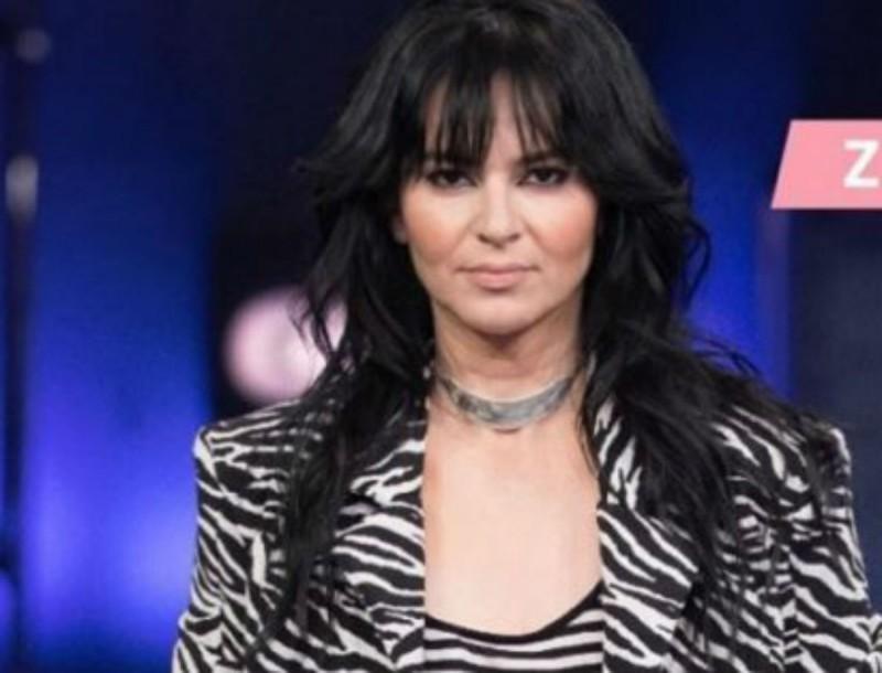Ανάρπαστο το Zara φόρεμα που φόρεσε η Ζενεβιέβ Μαζαρί - Είναι μαύρο, εξώπλατο και κοστίζει μόνο 18 ευρώ