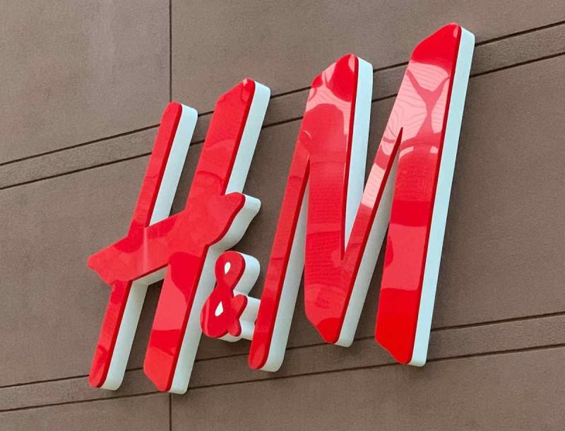 H&M: Μόνο με 19,99 το πιο μοδάτο animal print φόρεμα