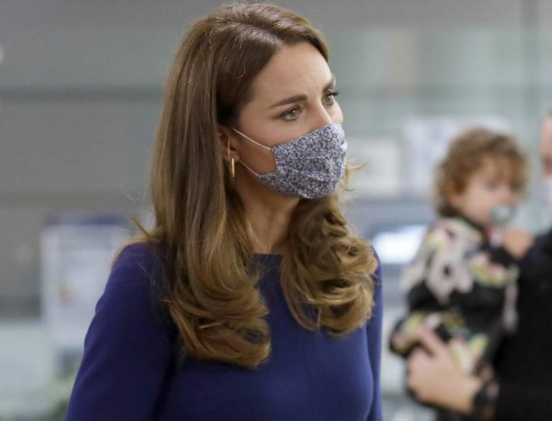 Αδιανόητο: Γι'αυτό το τσαντάκι η Kate Middleton έδωσε 1760 ευρώ