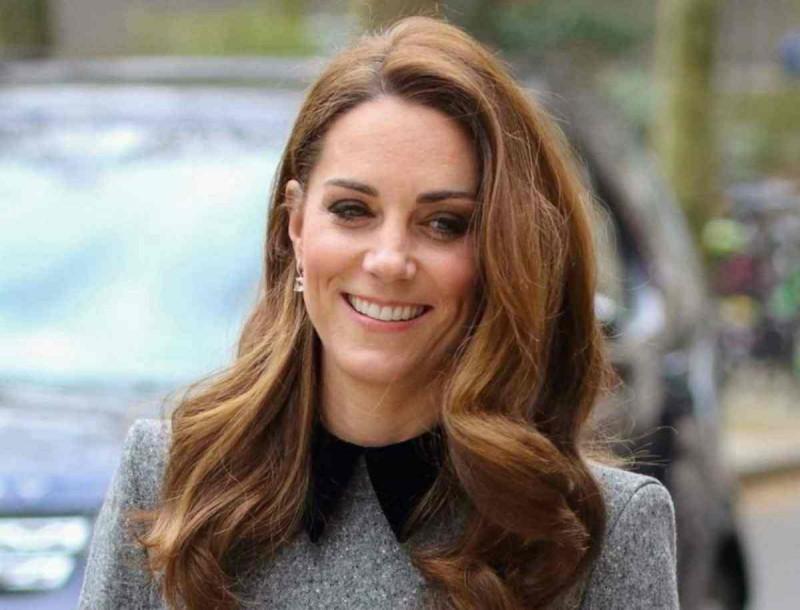 Αντιδράσεις στο Buckingham για την Kate Middleton - Η δημόσια εμφάνιση με ρούχα κηδείας