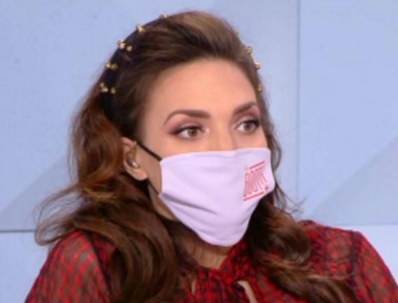 Με μάσκα η Κρυσταλλία στον αέρα του The Booth λόγω εγκυμοσύνης - «Συγγνώμη αλλά...»