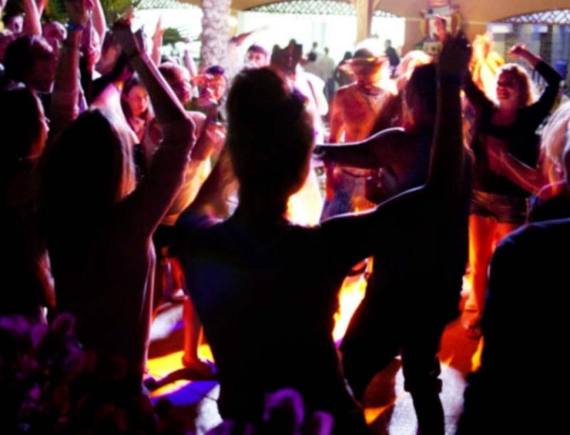 Κορωνοϊός: Πάρτι με 100+ στη Λαμία - Αδιαφορία για τα κρούσματα