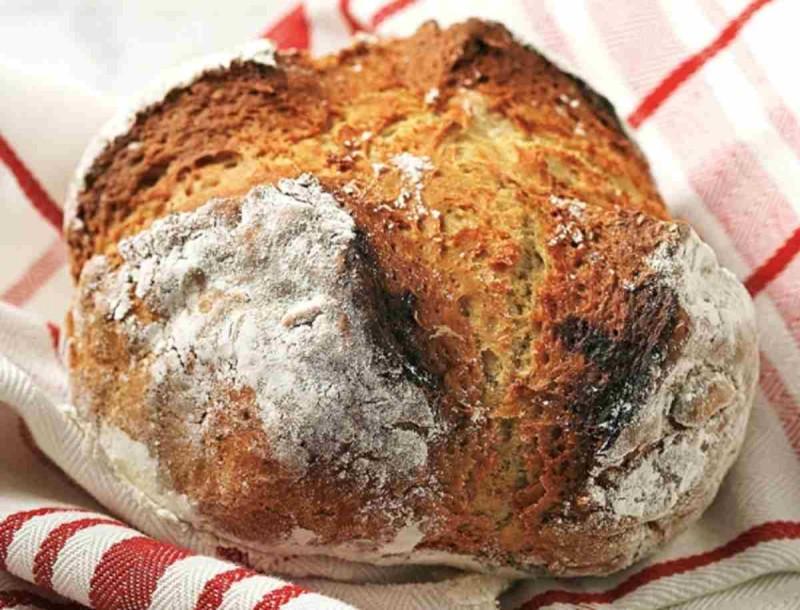 Φτιάξε ψωμί με μαγειρική σόδα και άλλα 4 υλικά - Συνταγή της Αργυρώς Μπαρμπαρίγου