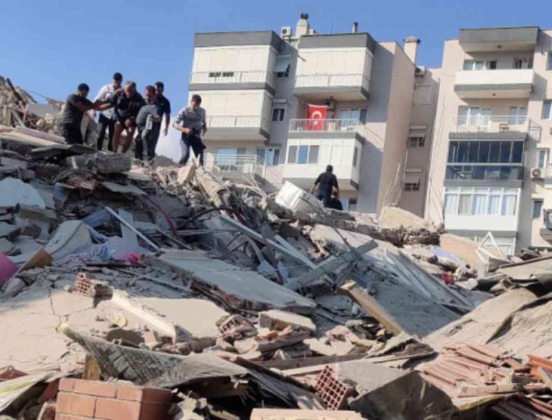 Τραγωδία στη Σμύρνη: 40 εγκλωβισμένοι σε κτίριο που κατέρρευσε από τον σεισμό