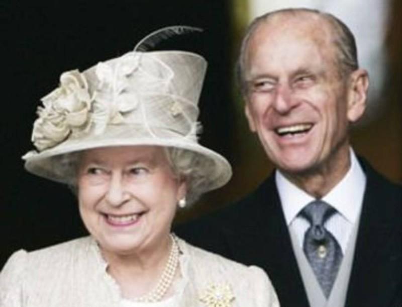 Βασίλισσα Ελισάβετ: Τι είναι χαραγμένο πάνω στην βέρα της - Λίγοι γνωρίζουν