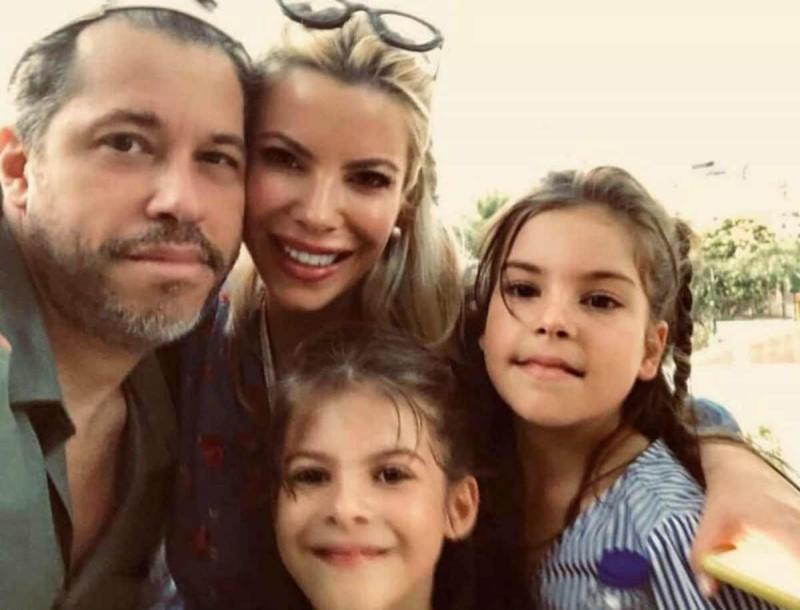 Αντελίνα - Χάρης Βαρθακούρης: Μπήκαν στην κουζίνα για χάρη των παιδιών τους - Θα «λιώσετε» με την εικόνα