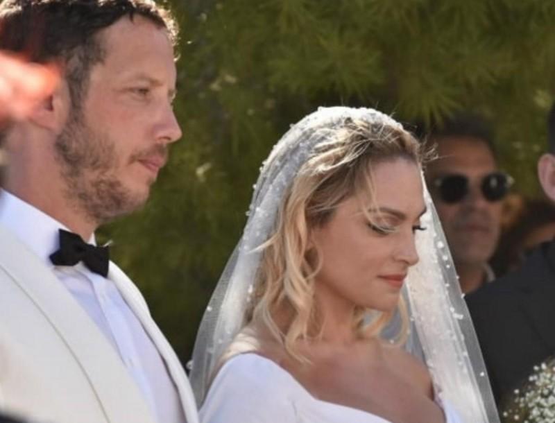 Ελεονώρα Ζουγανέλη: Γεμάτο κρύσταλλα Swarovski το νυφικό της - Όλες οι φωτογραφίες από τον γάμο