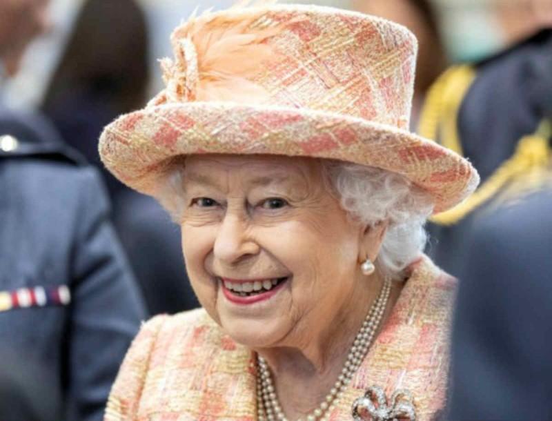 Άδειασε τα ταμεία του Buckingham η Βασίλισσα Ελισάβετ - Η κίνηση που τράβηξε τα βλέμματα