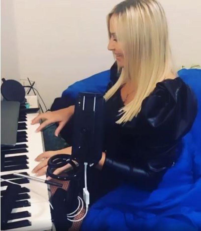 Έλενα Μπάση The Bachelor instagram μαθήματα πιάνου