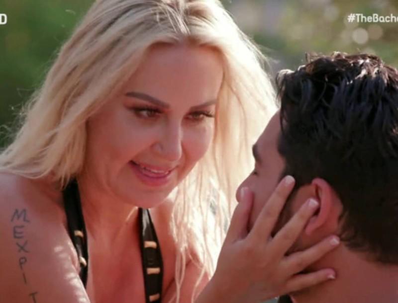 Αδιανόητο βίντεο: Η Έλενα Μπάση του The Bachelor τραγουδούσε σε πίστα και σωριάστηκε