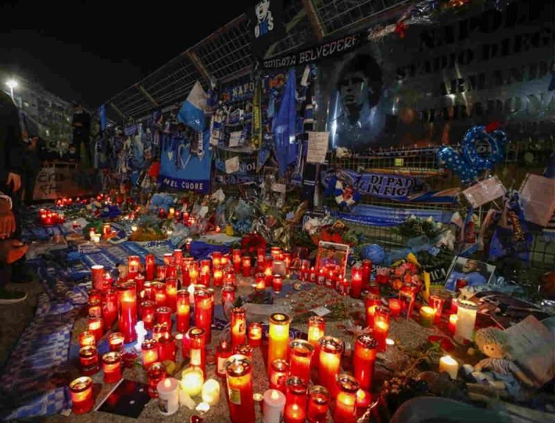 Ντιέγκο Μαραντόνα: Οδηγήθηκε στην τελευταία του κατοικία - Δίπλα στους γονείς του